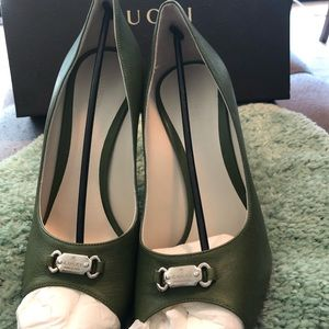 a0ff2a4326df Gucci Shoes - Gucci open toe dress shoes
